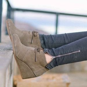 NEW Toms Desert Wedges Taupe Suede